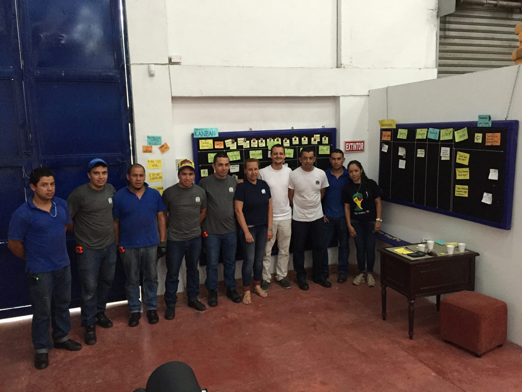 agile-kanban-team-in-colombian-fabric